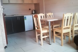 Domki drewniane jadalnia kuchnia